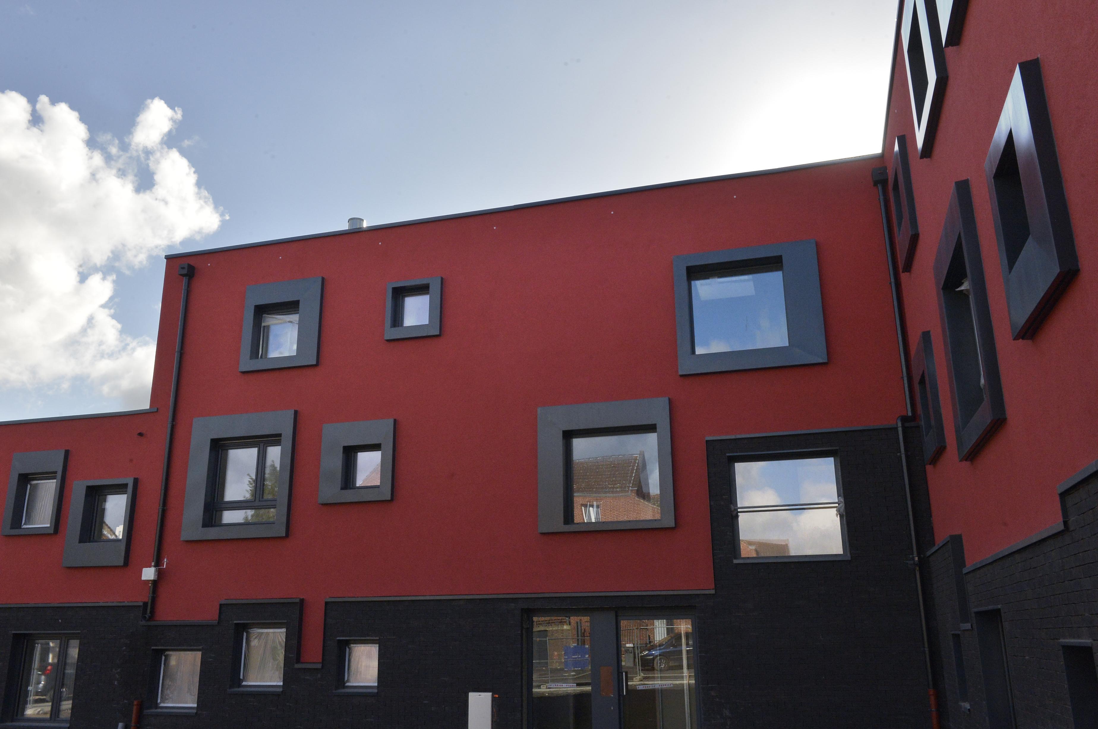 Au rez-de-chaussée, le logement adapté au vieillissement dans son implantation et sa configuration permet à son locataire d'avoir une vie sociale au sein de la résidence. Les premiers arriveront début décembre.