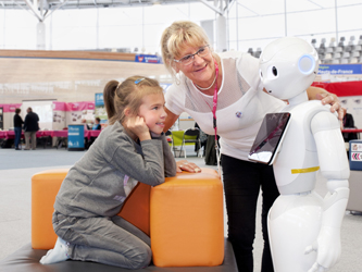 En septembre, le robot Pepper a été présenté aux résidents du foyer-logement de Beaumont qui vont bientôt l'accueillir parmi eux.
