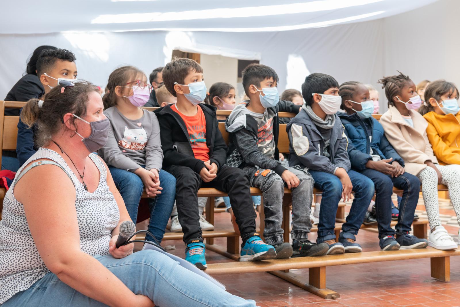 Magdalene Deleporte et Les élèves roubaisiens de CP formés au Zéro Déchet